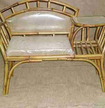 Столик из бамбука под телефон